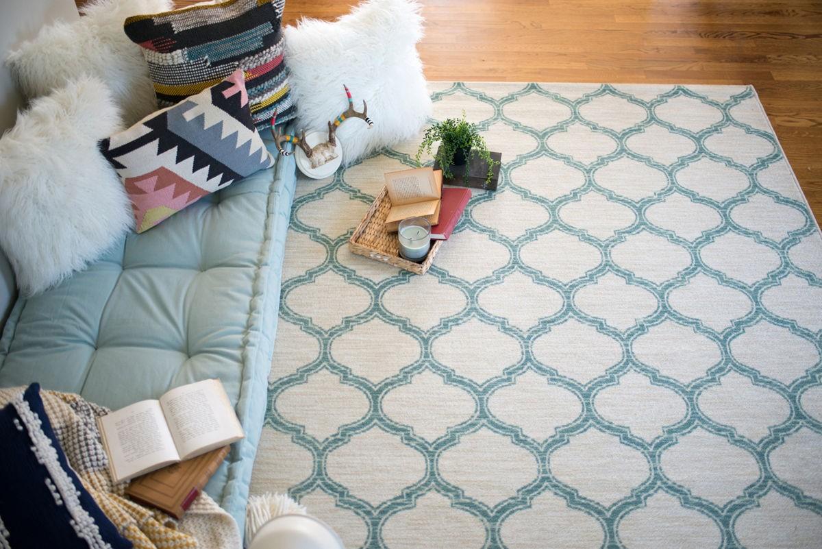 white blue design rug